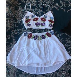 Flower embroidered white 2 piece set 🌸F21
